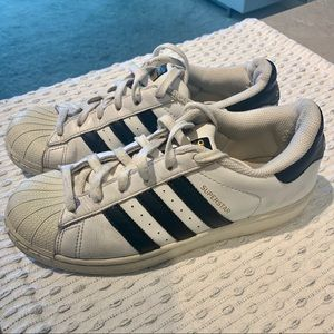 Size 7.5 Adidas Superstar Sneakers ⭐️ 👟